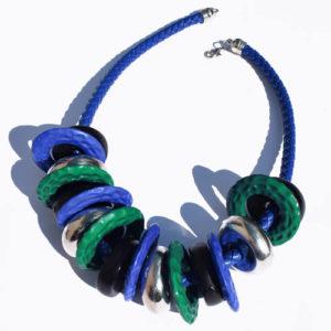 Gros collier bleu