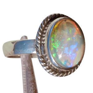 Bague Opale blanche éclats multicolores