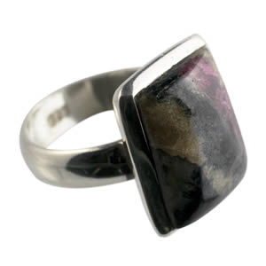 Eudialyte mineral bague