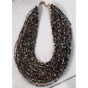 Gros collier plastron perles