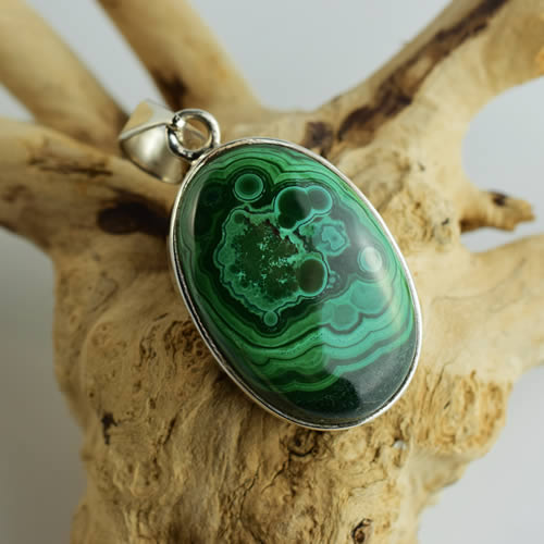 malachite pendentif homme ou femme agate you. Black Bedroom Furniture Sets. Home Design Ideas
