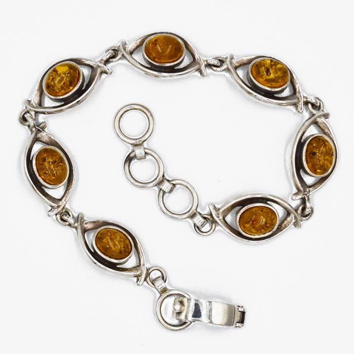 Bracelet en argent massif et Ambres de couleur miel avec inclusions.