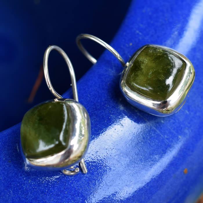 Boucles d'oreille pierre verte carrée