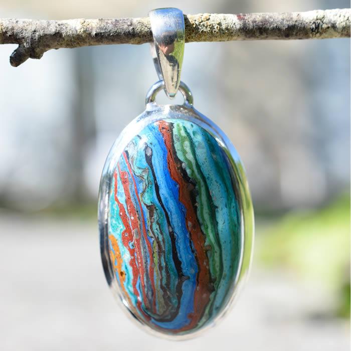 Pierre multicolore marbrée ton dominant bleu-vert
