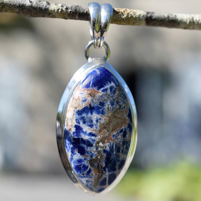 Sodalite vertue pierre cristaux pendentif