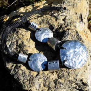 Collier pendentif rond métal et noix de coco