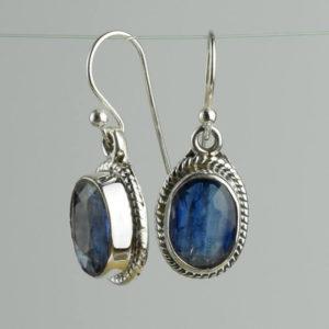 Cyanites pierres bleues translucides et lumineuses