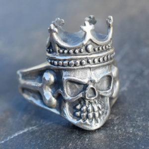 Tête de mort avec couronne bague homme