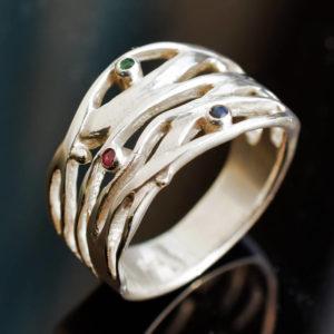 Bague anneau large avec petites pierres précieuses