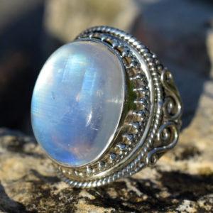 La pierre de lune est la pierre de l'amour et de la sensualité