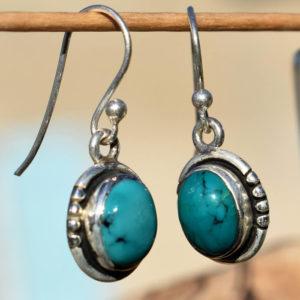 Mignonnes petites boucles d'oreilles turquoise