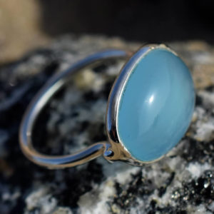 bague cabochon agate bleue calcédoine pierre