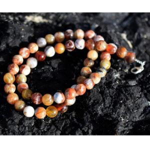 collier de perles rondes d'opales communes du Pérou