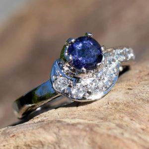 Promotion bague pierre fine bleu saphir et zircons