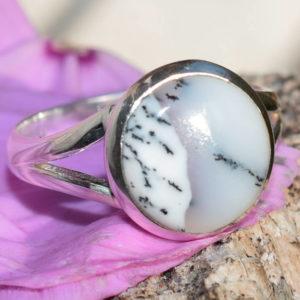 Agate dendritique petite pierre ronde bague femme