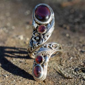 Bague femme pierres rouges modèle inspiration nature