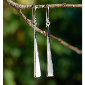 boucles d'oreilles pendantes fines en argent et nacre