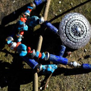 Collier de perles lapis lazuli turquoise corail et argent