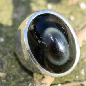 Très grosse bague pour homme avec pierre obsidienne