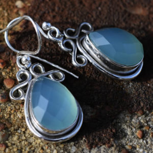 Gemme bleue pierre fine agate calcédoine