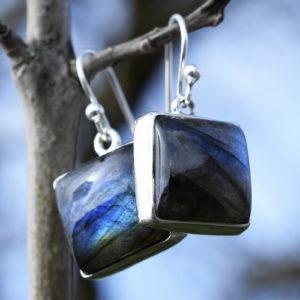 Boucles d'oreilles pierres carrées reflets bleus labradorite