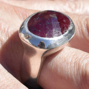 Grosse pierre rubis rouge bague massive argent 925
