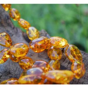 Grand collier sautoir d'ambre jaune lumineux et solaire